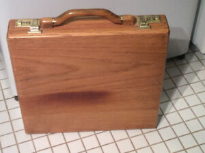 Vintage chess & checkers board game in wooden brief case !