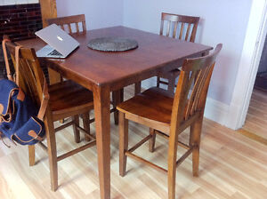 Hardwood Dining Table (Pick-Up ONLY)