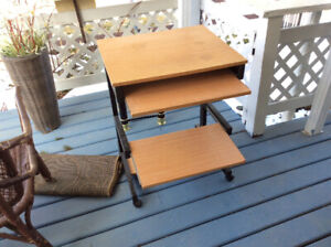 SMALL COMPUTOR DESK IN GOOD CONDITION.  FREE TO-DAY.