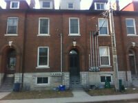 Downtown Apartment close to Queen's