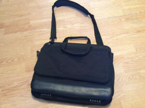 Well made lap top bag with shoulder strap
