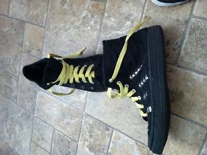 """style """"top chaussure"""" 3$chq 5$ pour les 2"""