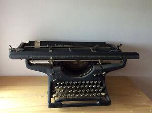 Dactylo vintage (ancienne) Underwood 50$