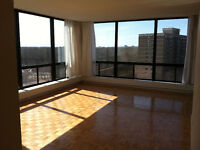 Beautiful 4 1/2 - waterfront & view on downtown Montreal