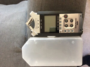 Zoom H4n hand recorder with 2G SD memory card