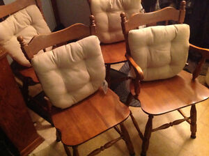 dining chairs 4 solid maple wood set good shape ,only 50 dollars Kitchener / Waterloo Kitchener Area image 4