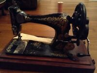 Stunning singer sewing machine and wooden box