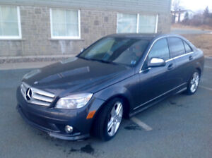 2009 C 300 Mercedes Benz 183,000kmAWD  Sunroof Memory seats