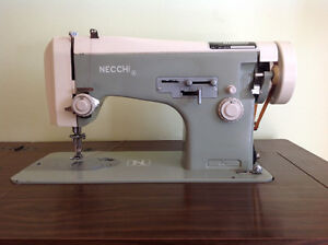 Machine à coudre Necchi