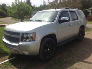 2010 CHEVY TAHOE 4WD, ONLY 130000KM, LEATHER,NAVIGATION ETC!!!!!