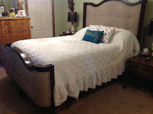 QUEEN Beautiful button tufted head board and footboard AND RAILS