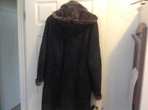 Manteau en peau d'agneau  ( Dolbeau-Mistassini)