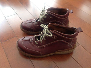 8 1/2 Excellent Quality J. Seibel Maroon Ladie's Boots - Moving