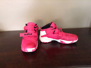 Nike Lebron Soldier 9 Youth basketball sneakers