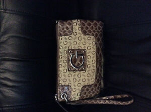 Guess Purses and Wallet Cambridge Kitchener Area image 5