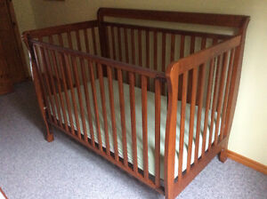 CRIB....BEAUTIFUL SOLID WOOD