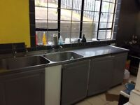 Double commercial sink with drainer