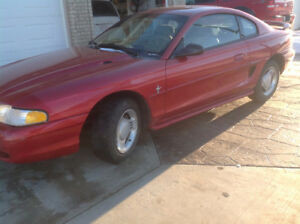1995 Ford Mustang V6 Auto - nice condition, winter-ready