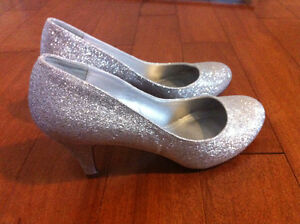 Shoes- New, never worn size 7 St. John's Newfoundland image 1