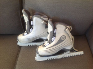 size 10 women's figure skates with wide boot