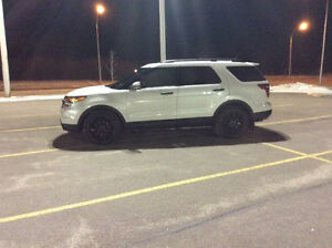 Well Maintained 2011 Ford Explorer Limited