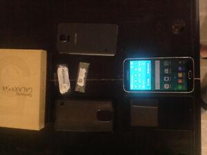 SASKATOON Unlocked S5 w/Smartview case and accessories $275