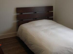 Mobilier chambre à coucher, lit double, commode, 2 tables chevet