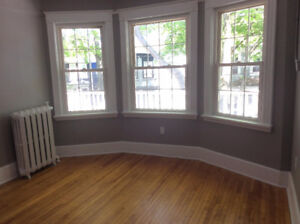CALL for BRIGHT Clean Rooms- Mins from Dal