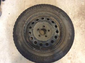 4 pneus d'hiver et rims.