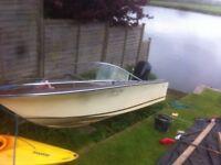 Boat, classic Broom, 25 hp mercury engine