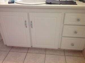 Cabinet doors X3, drawer fronts x4 and hardware