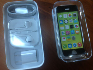 iPhone 5C 8 Gb with Otter Box and accessories Peterborough Peterborough Area image 2