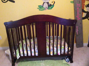 3 in 1 crib and change table..EUC