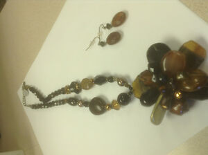 Stone neck piece and Ear rings
