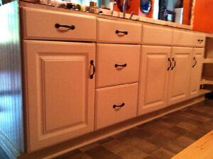 White Kitchen Cabinets with Raised Panel Doors & Drawer Fronts
