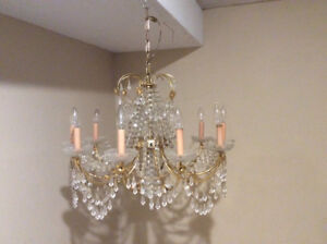 Crystal chandelier. Dimmable. Light bulbs included.