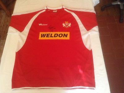 KETTERING TOWN 2004-05 REPLICA HOME SHIRT ORIGINAL HAND SIGNED BY STEFFAN MORLEY image