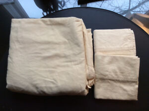 Various Queen Sized Bed Sheets + Pillow Cases Fitted/Unfitted