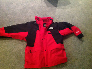 Like NEW.. NORTH FACE... GORTEX  jacket. WOMENS size XL