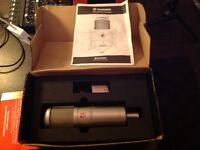 SE Electronics SE2000 cardioid microphone