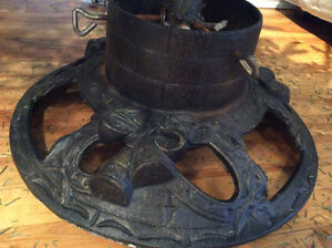 REVISED PRICE!! Cast iron tree stand / support pour arbre en fer