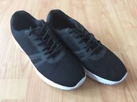 Men's size 9 trainers