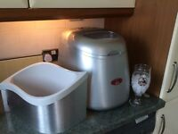 Ice maker, used twice, complete with ice bucket