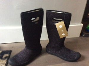 Brand New Bogs - Tags On - size 7 Women Winter Boots