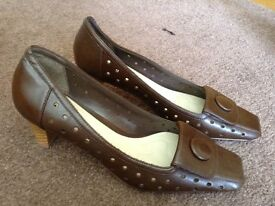 M&Co size 6 brown court shoe