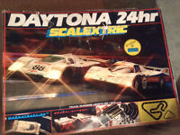 COMPLETE SET SCALEXTRIC RACING TRACK & 2 LE MANS CARS