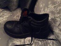 Black steel cap boots hardly worn size 6