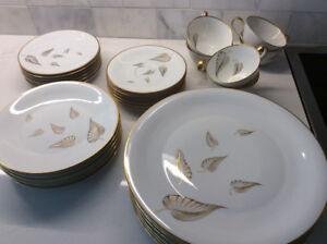 Heinrich Golden Leaves 30 piece dinnerware set - fine Bone China