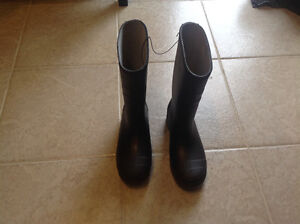 Brand new rain boots size 8