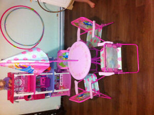 Disney Princess table with chairs and umberella